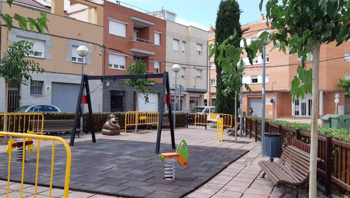 Comença la plantació de cinc moreres a la plaça Berenguer de Montbui