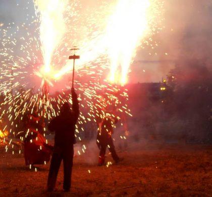 Tradició, foc i aplec veïnal en la Revetlla de Sant Joan 2018 del Barri Bonavista