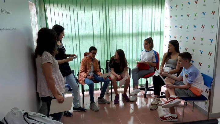 Cinc alumnes de 3r d'ESO de l'optativa de periodisme s'estrenen amb una entrevista a La Carmanyola |ÀUDIO|