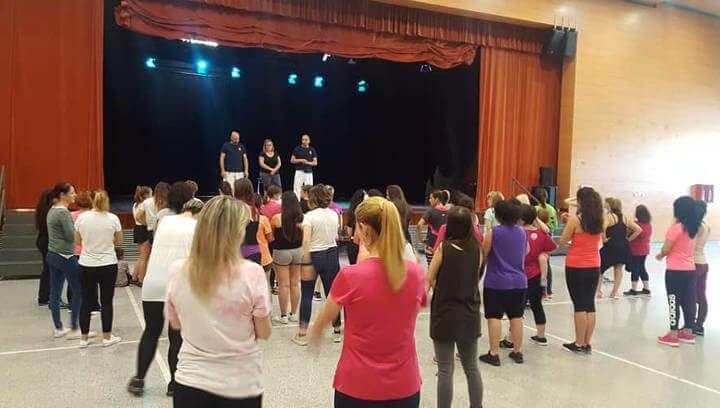 Una setantena de dones aprenen a defensar-se d'una hipotètica agressió a Can Papasseit |ÀUDIO|