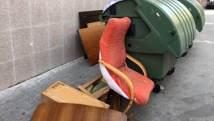 AVÍS | Canvia l'horari per treure els trastos vells a la via pública