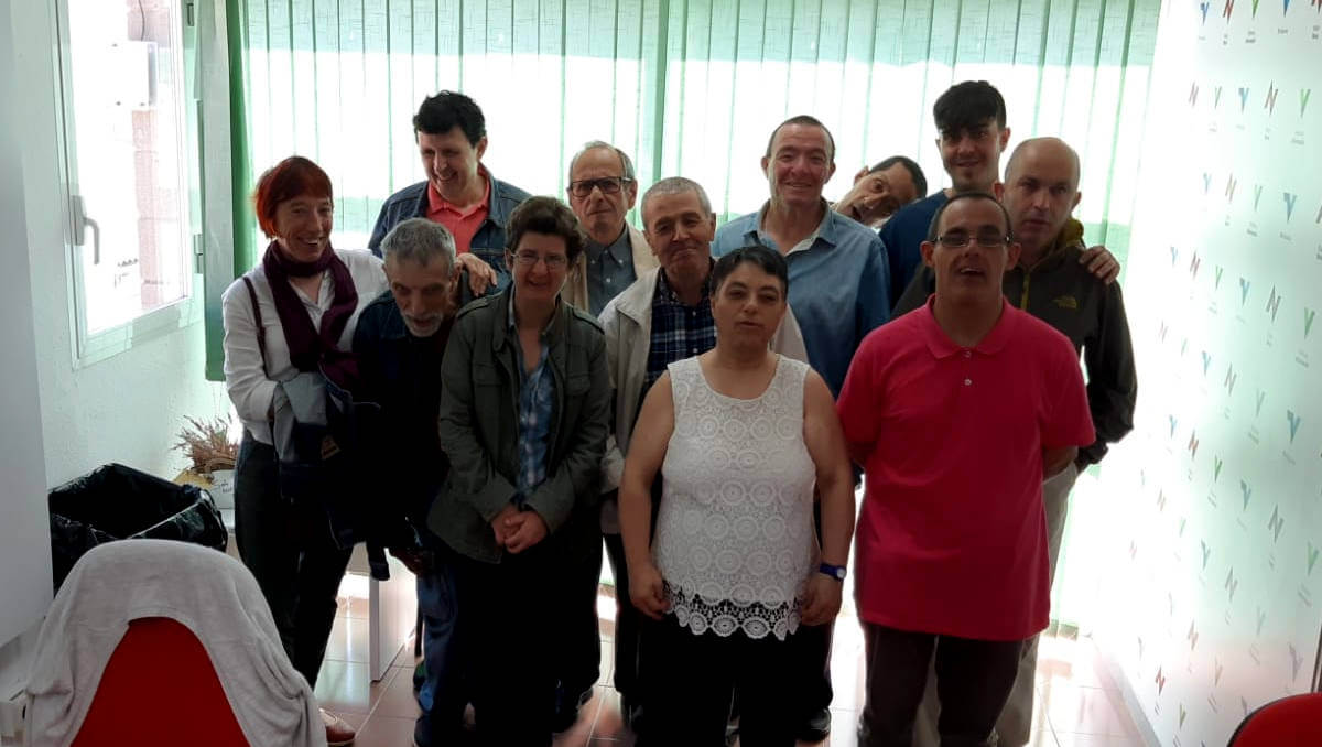 Un grup de residents de la Fundació Gandhi visiten Ràdio Nova  ÀUDIO 