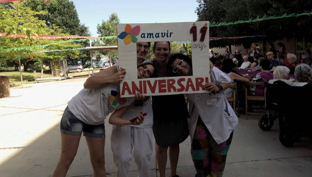 La residència AMMA celebra el seu 11è aniversari amb un berenar refrescant i la música de Los Signos