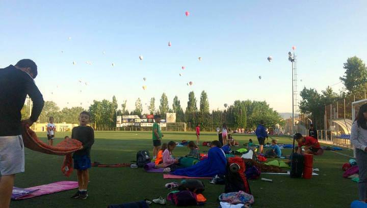 Uns 360 infants acampen a Can Titó per viure la nit més especial del Casal i l'Esportiguay