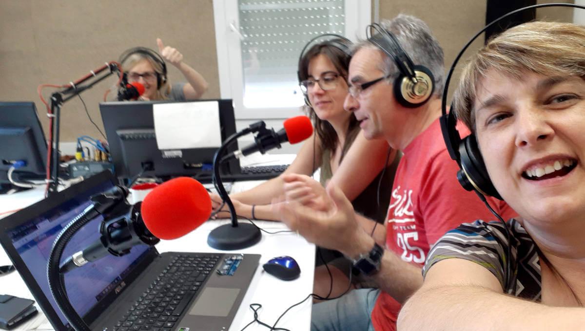L'equip de Ràdio Nova us desitja un feliç Dia de la Ràdio