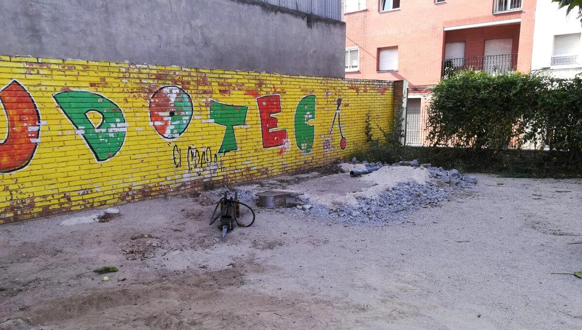 """Comença la rehabilitació del pati del Centre Obert i espai de Joc """"El Cireret"""""""