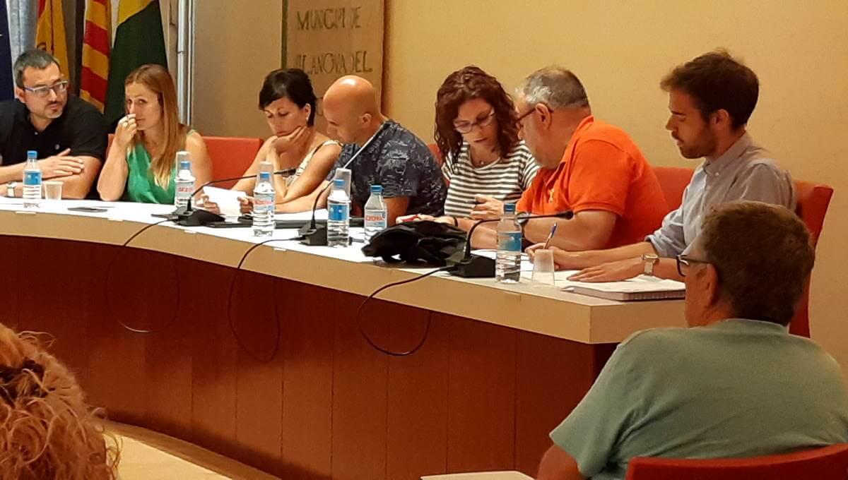 VV permet que prosperi la moció de V365, ERC i CIU on es demana la retirada de la placa inaugural de la piscina