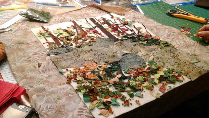 El pati de l'Escola Marta Mata acollirà aquest cap de setmana una exposició de patchwork i artesania tèxtil