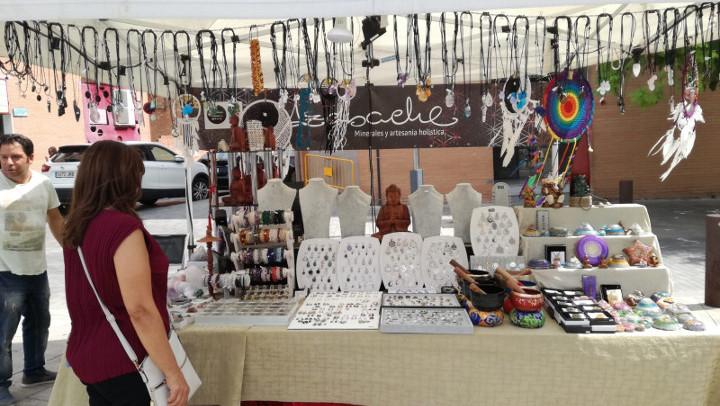 La plaça del Mercat acull una mostra de parades d'artesania