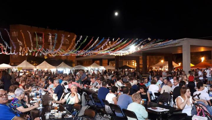 El Vilashopping aconsegueix omplir la plaça del Mercat des de la tarda i fins ben entrada la nit | VÍDEO i FOTO