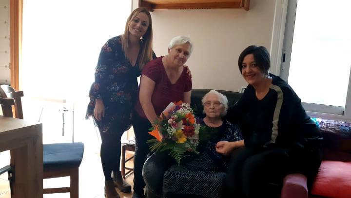 Antonia Martínez, una de les àvies centenàries de Vilanova, celebra 102 anys | FOTOS