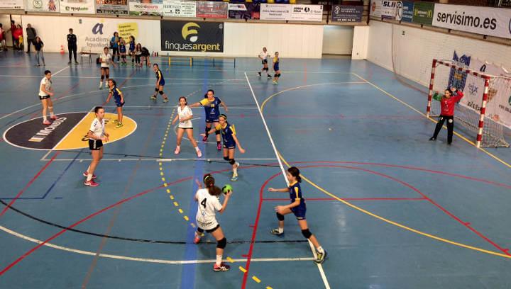 Ratxa de resultats positius per l'handbol vilanoví amb destacada victòria de l'equip sènior en el derbi contra l'Igualada