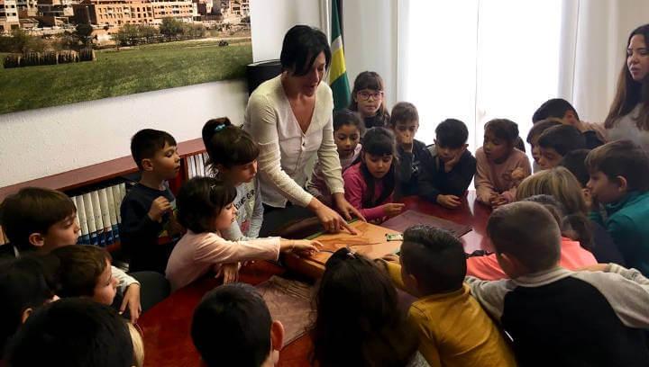 L'alumnat de 2n del Joan Maragall enceten les visites escolars a l'Ajuntament de Vilanova | FOTOS
