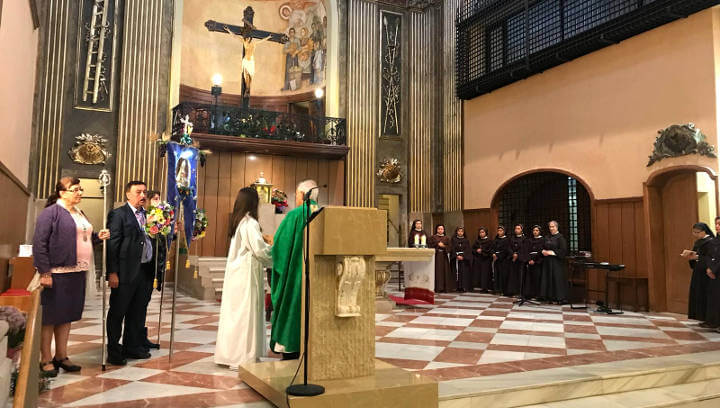 El Hermano Mayor Diego Márquez i una comitiva  de la Casa d'Andalusia van en peregrinació al Sant Crist de Balaguer