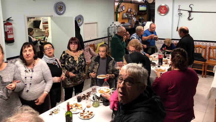 La UCE celebra una Castanyada gastronòmica amb castanyes, panellets i migues amb cansalada