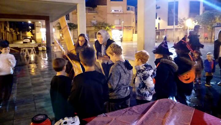 Vilanova Comerç i el Mercat de Sant Hilari celebren amb èxit la Castanyada malgrat la pluja i la calamarsa