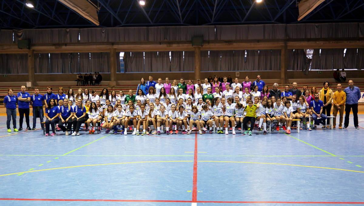Can Titó omple la grada amb motiu de la presentació dels equips del Club Handbol Vilanova | FOTOS