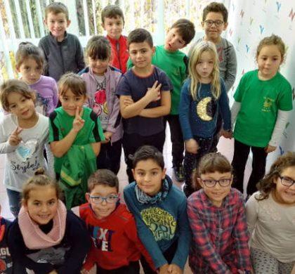 'La Lluna' entra a l'estudi de Ràdio Nova i tanca les visites escolars del Joan Maragall | ÀUDIO i FOTOS
