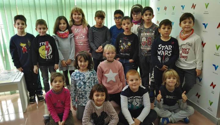 La classe de París de 2n A de l'Escola Joan Maragall visita Ràdio Nova | ÀUDIO i FOTOS