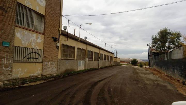 L'ajuntament millora el ferm del carrer Santa Teresa aprofitant el material de fresatge d'altres carrers del municipi
