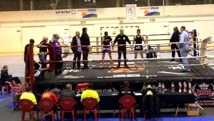 """Més de 500 persones van gaudir de la primera vetllada de Muay Thai  """"Nascuts per lluitar"""""""