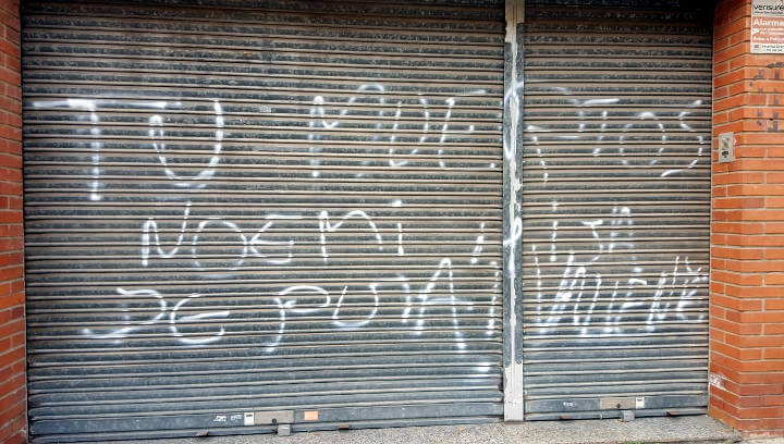 Apareixen pintades insultant Noemí Trucharte alcaldessa de Vilanova del Camí