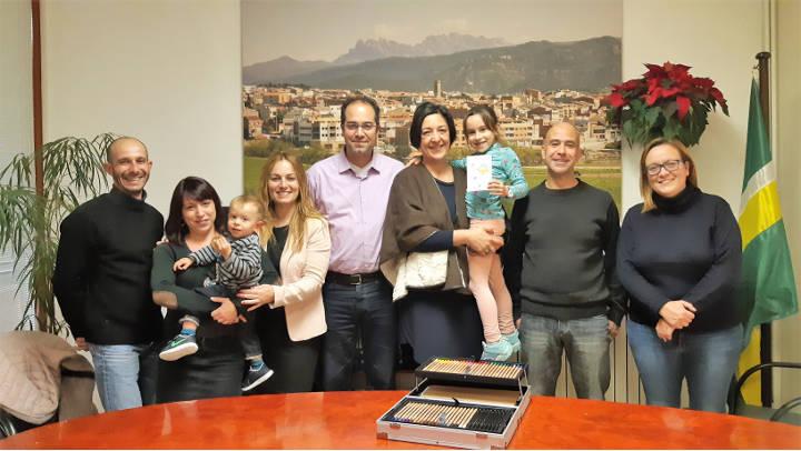 Eirene Gómez, la creadora de la postal de Nadal, rep la felicitació municipal |ÀUDIO