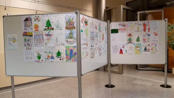 """Més d'un centenar de dibuixos """"pinten el Nadal"""" al vestíbul de Can Papasseit"""