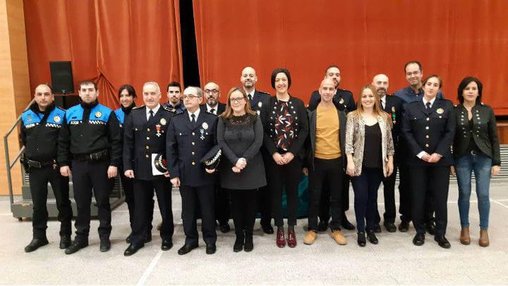 Reconeixement i gratitud a les forces i cossos de seguretat en la Festa del Patró de la Policia Local de Vilanova del Camí | FOTOS