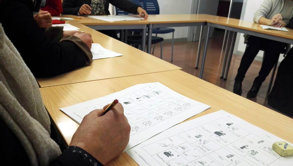 Comença un curs d'alfabetització en català adreçat a persones immigrades