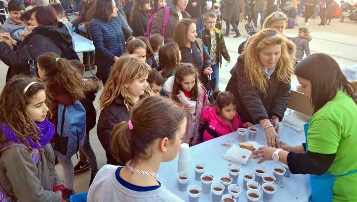 Les comunitats escolars participen activament en la xocolatada solidària per la investigació del càncer infantil