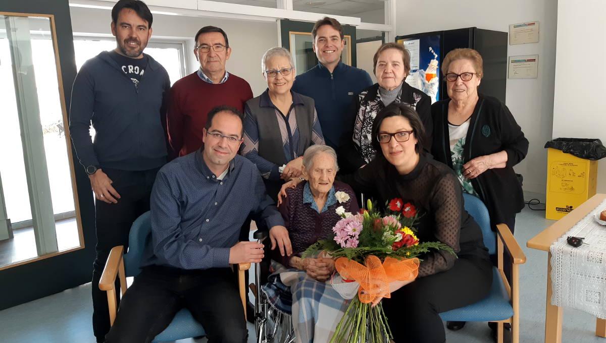 Teodora Vaquero bufa les espelmes del seu 106 aniversari | FOTOS