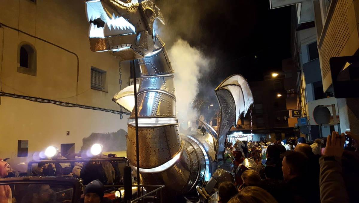 Primer cap de setmana de gresca per a les comparses vilanovines a la Rua de Carnaval d'Igualada