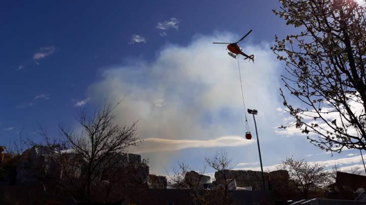 Fins a 9 dotacions de Bombers treballen en l'extinció d'un foc en una planta de reciclatge del polígon vilanoví