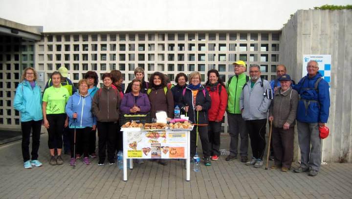 Una trentena de persones celebra el Dia Mundial de l'Activitat Física amb una caminada convocada pel CAP Vilanova | FOTOS