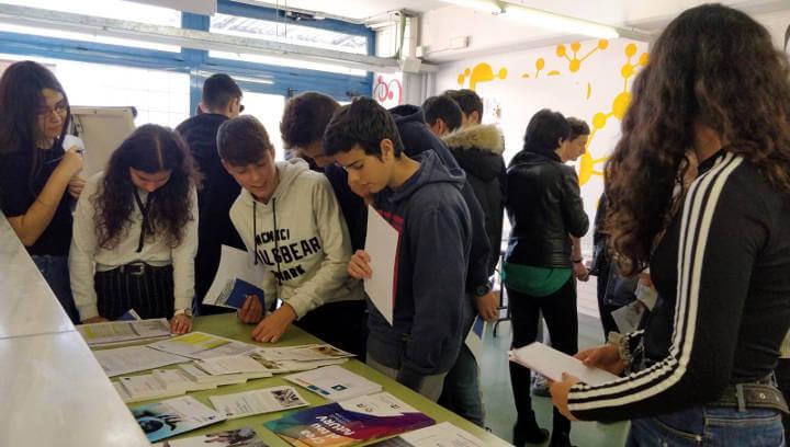 L'alumnat del Pla de les Moreres s'informa sobre els estudis post obligatoris a la Mini Fira de l'Estudiant