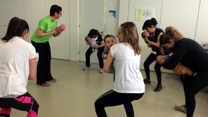 Bona acollida de l'activitat esportiva organitzada com a tast d'un curs de fitness amb nadons