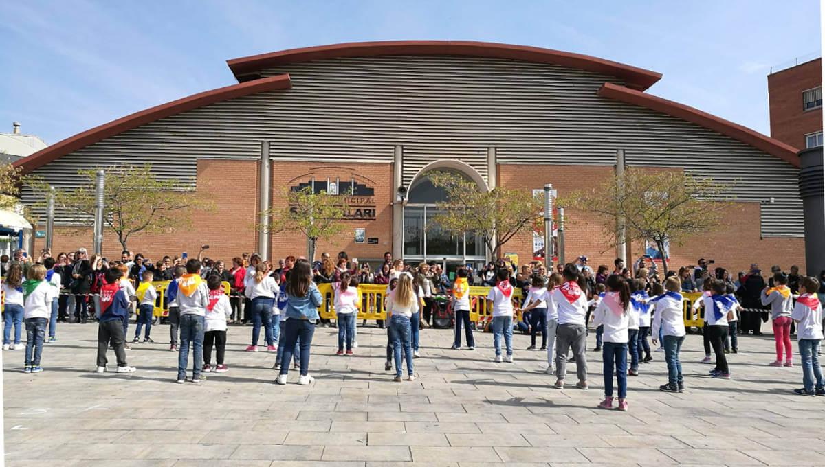El 2n en dansa fa ballar als escolars vilanovins a ritme de hip hop i rumba catalana | FOTOS