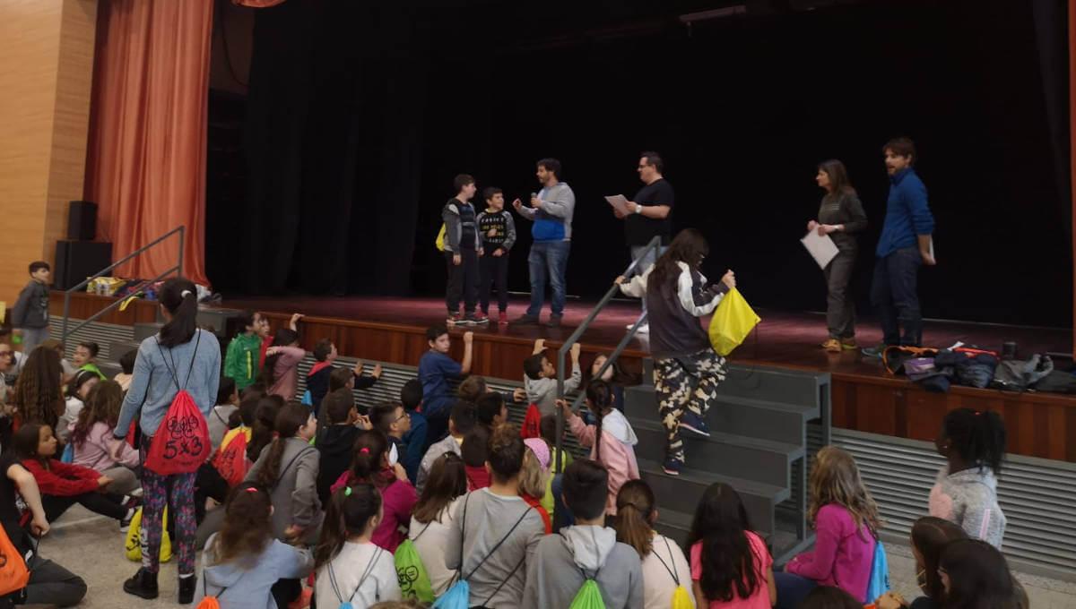 Pirates de les tres escoles vilanovines han compartit una aventura d'enigmes i proves matemàtiques en la gimcana 5×3