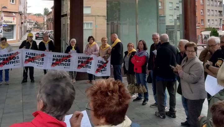 Músics per la llibertat ofereixen un recital a la plaça del Mercat per demanar la llibertat dels presos i exiliats