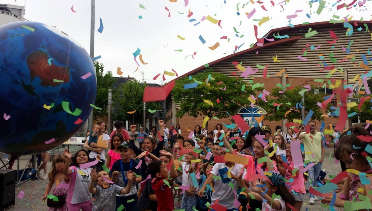 Tallers, dibuixos, música, teatre i pirotècnia omplen d'activitat el 20è aniversari de Xarxa Vilanova | ÀUDIO