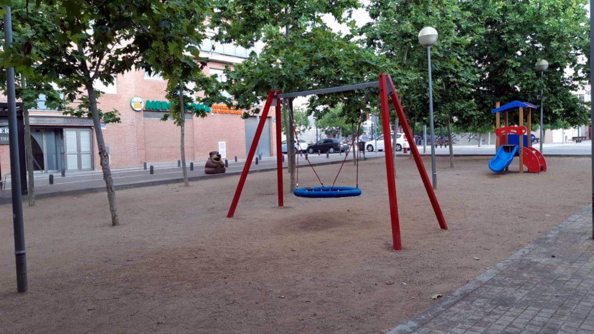Nous jocs infantils a la plaça Comtes de Cardona i Gertrudis Artigal