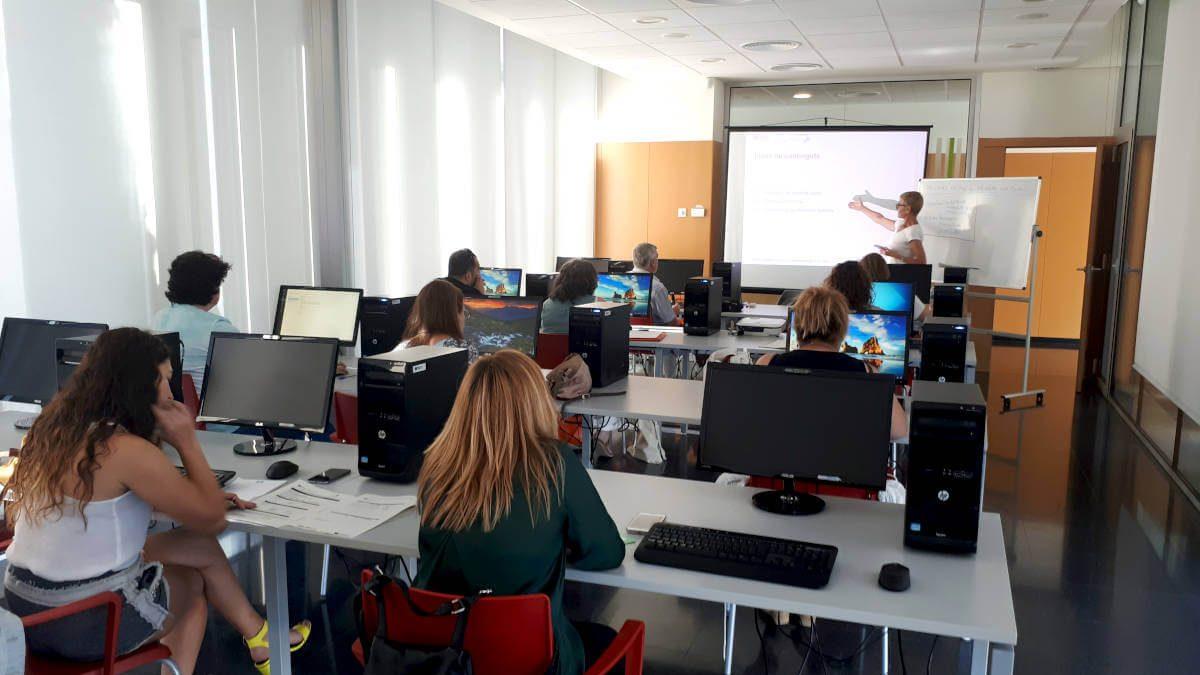 Una quinzena d'alumnes al curs de formació sobre el certificat digital, la signatura electrònica i la facturació a l'empresa