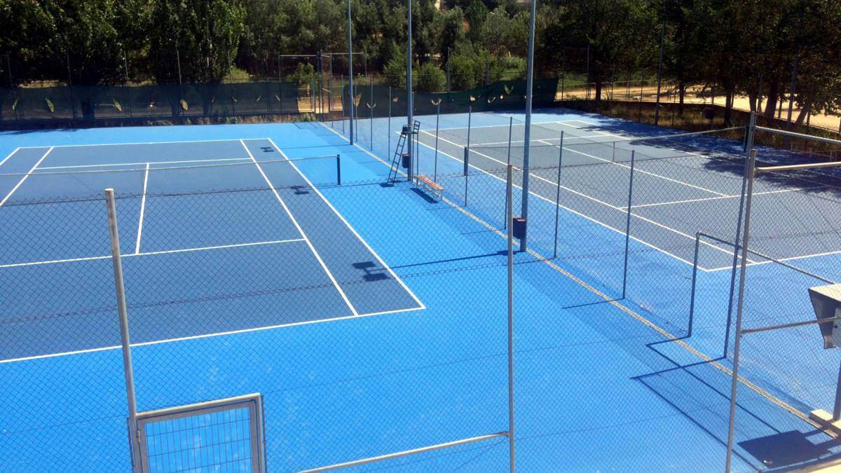 Es reformen les pistes de tennis de Vilanova que a partir d'ara podran acollir competicions federades