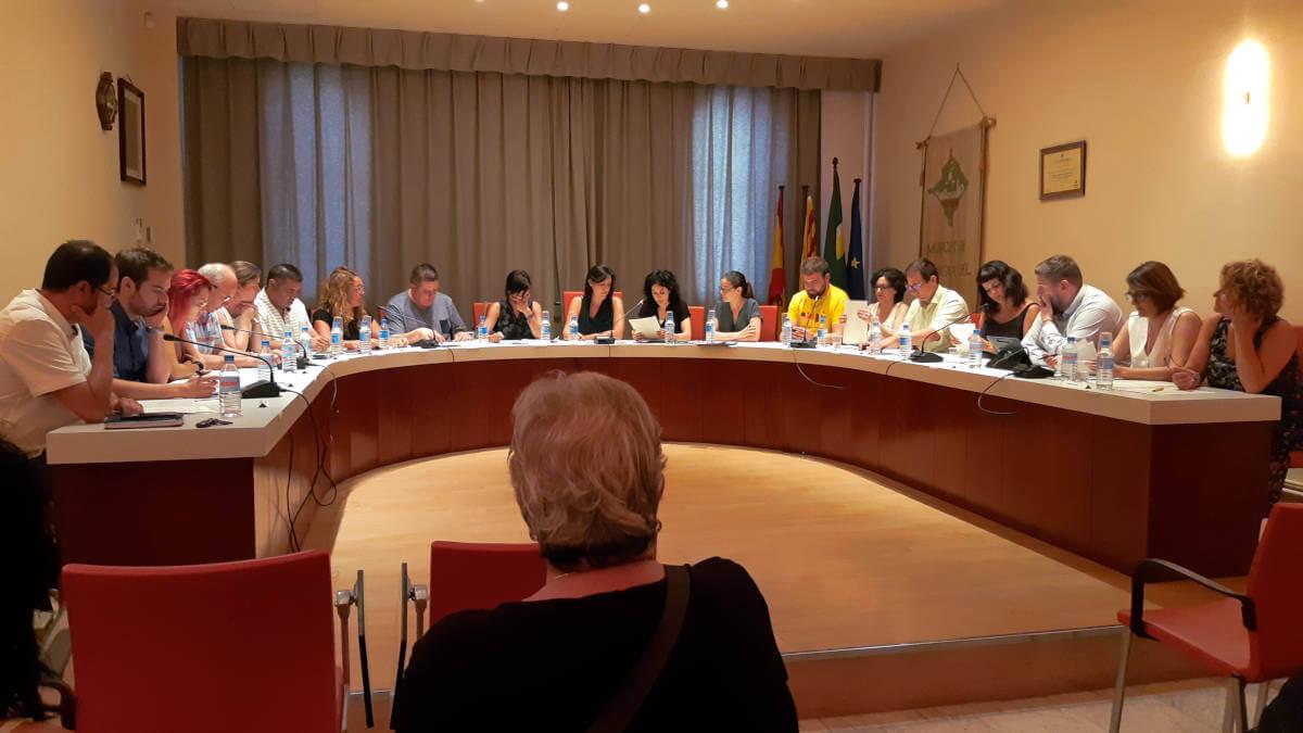 S'aprova, amb el vot de qualitat de l'alcaldessa, la retribució del càrrecs electes que estableix una dedicació exclusiva i dues parcials | CRÒNICA DEL PLE