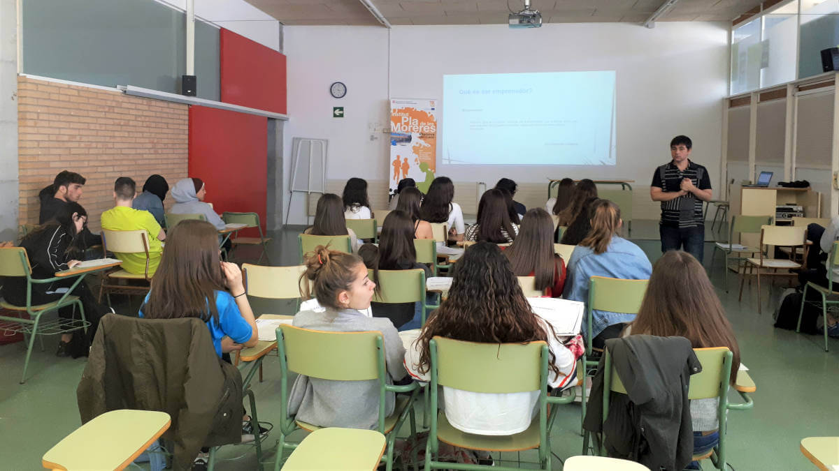 Promoció Econòmica aposta pel foment de la cultura emprenedora a l'Institut Pla de les Moreres amb el premi Emprenedoria