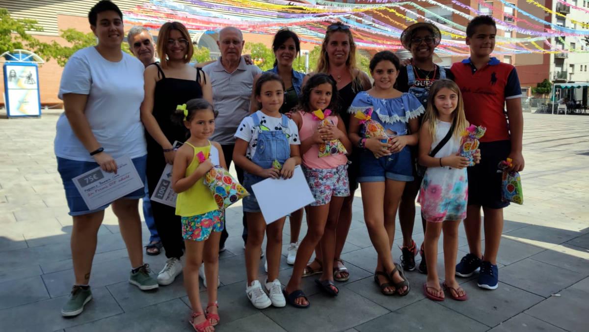 Grans i petits enceten la Festa Major pintant Vilanova del Camí en la primera edició del Concurs de Pintura Ràpida