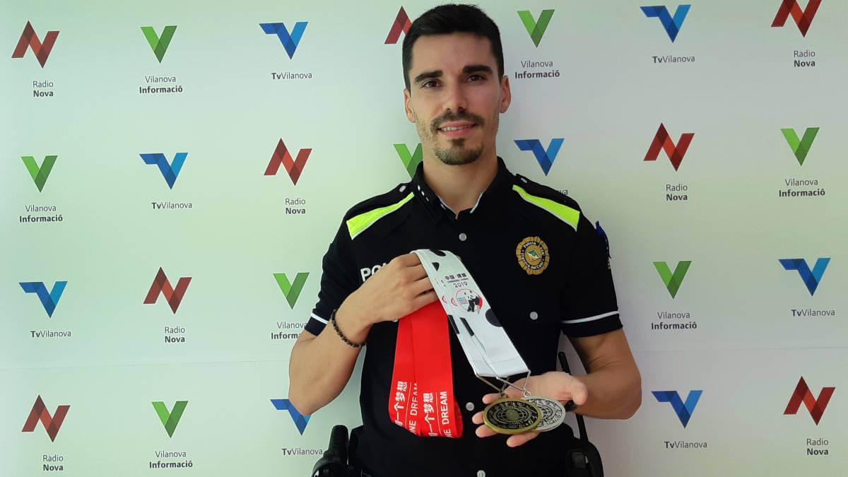 L'agent vilanoví Marc aconsegueix a Chengdu una medalla de bronze i una de plata en mitja marató