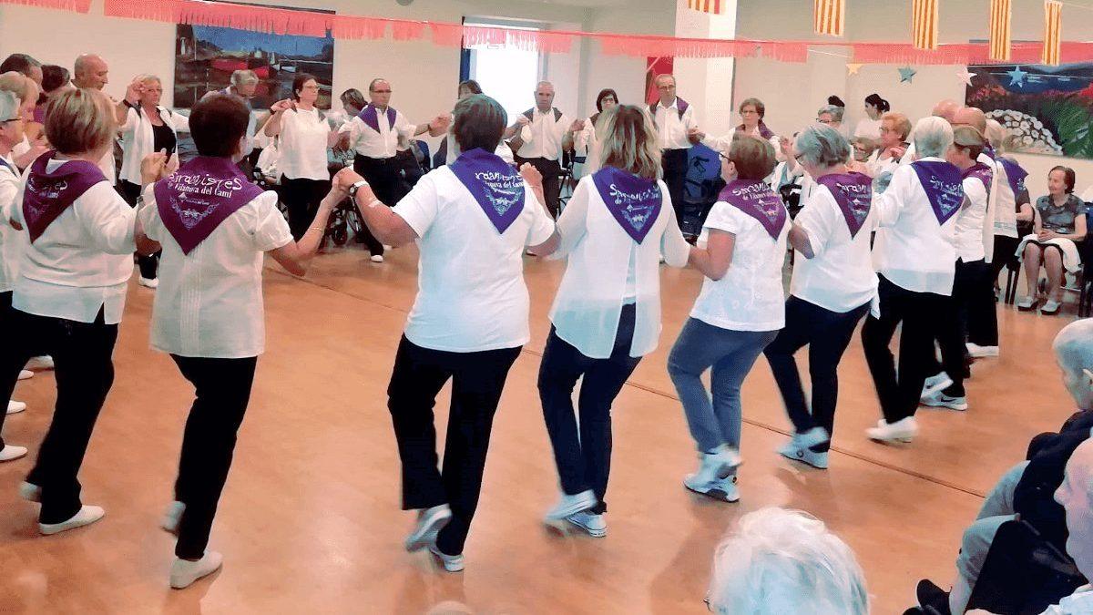 L'Associació de Sardanistes inicia un nou curs aquest dimecres amb classes de sardanes a Can Papasseit